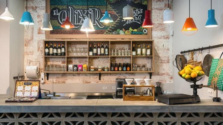 Restaurante La Principal: Locales gastronómicos de estilo  por KDF Arquitectura