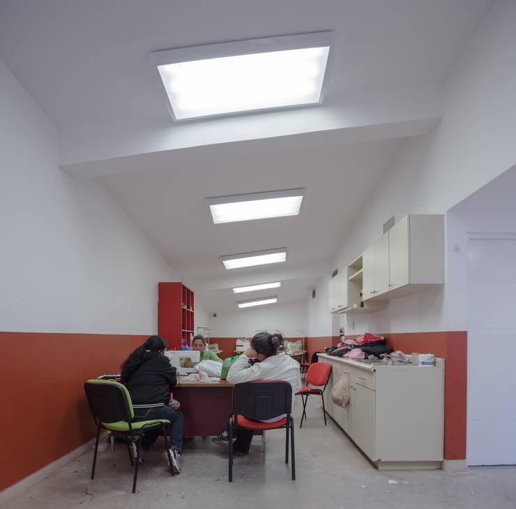 Ruang Kerja oleh ARQUITECTURA EN PROCESO, Eklektik Batu