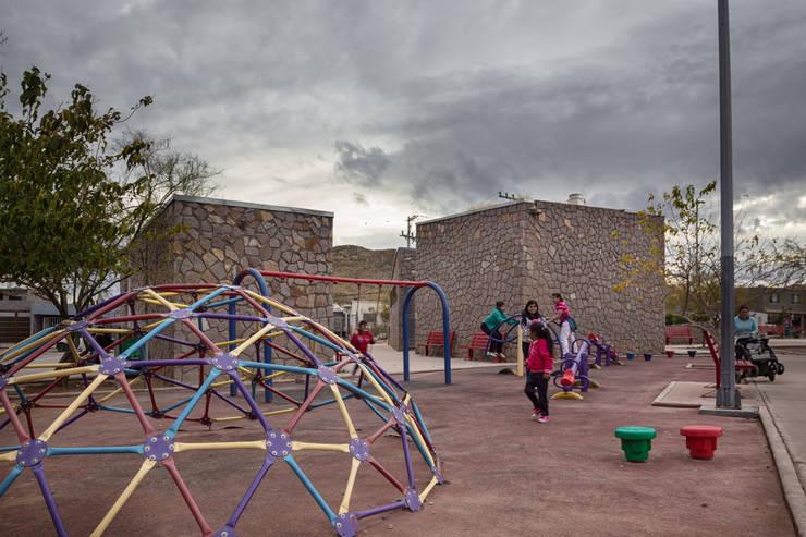 Taman oleh ARQUITECTURA EN PROCESO, Eklektik Batu