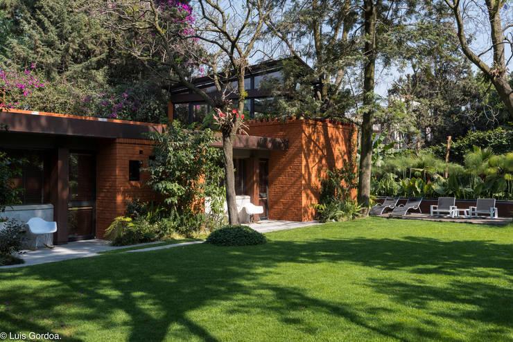 CASA C260: Casas de estilo moderno por HDA: ARQUITECTURA BIOCLIMATICA