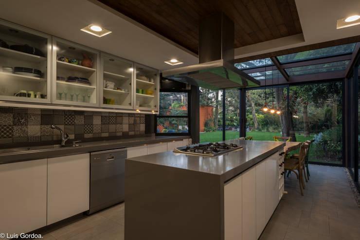 CASA C260: Cocinas de estilo  por HDA: ARQUITECTURA BIOCLIMATICA