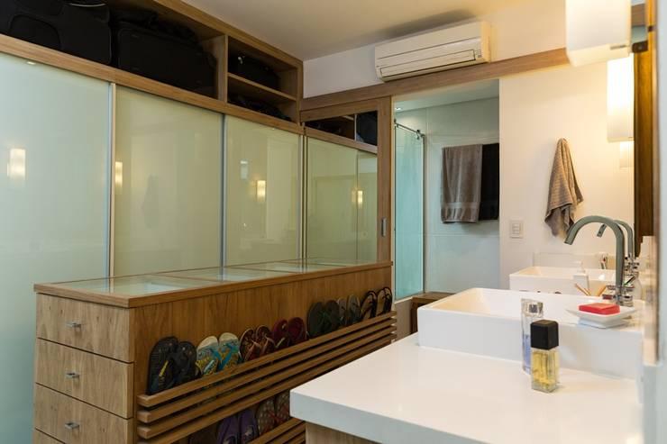 Baños de estilo  por Espaço Tania Chueke