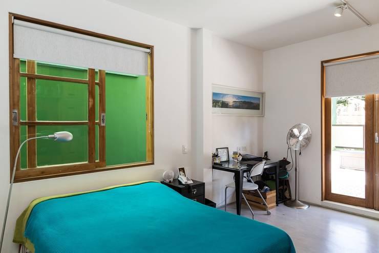 Phòng ngủ by Espaço Tania Chueke