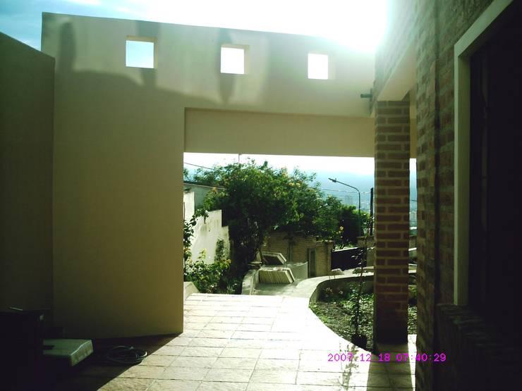 Ampliación piscina y quincho: Terrazas de estilo  por Valy