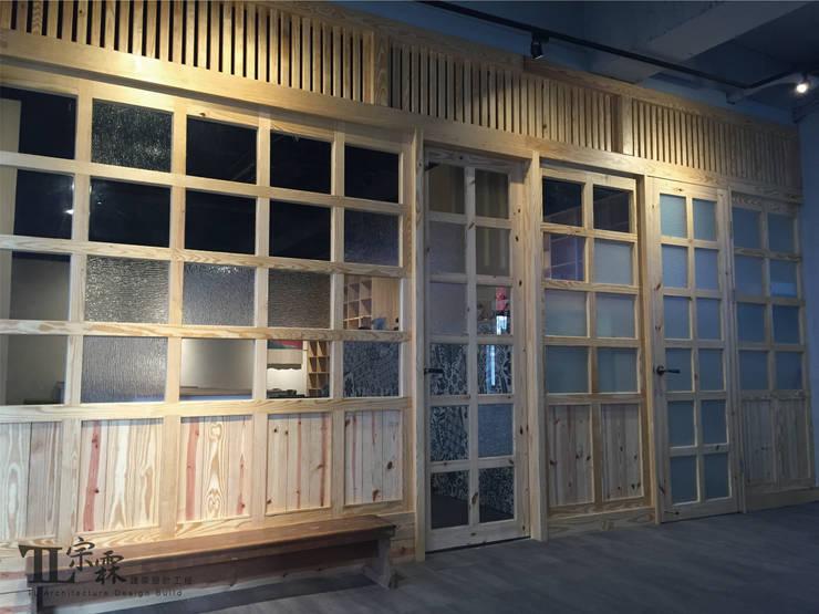 側邊出入口:  辦公室&店面 by 宗霖建築設計工程