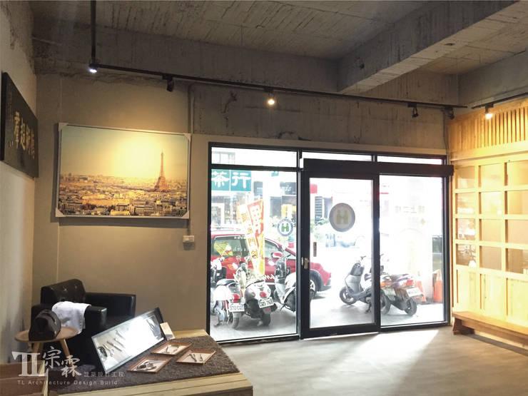 藝文走廊:  辦公室&店面 by 宗霖建築設計工程