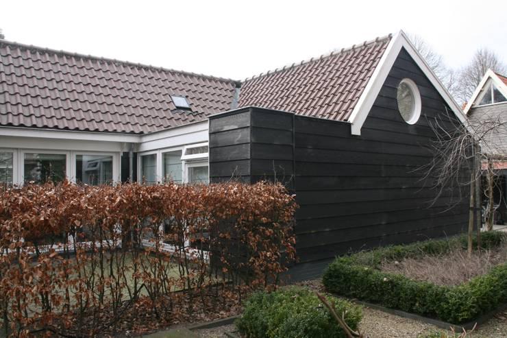 Groorland:  Tuin door JE-ARCHITECTEN, Modern