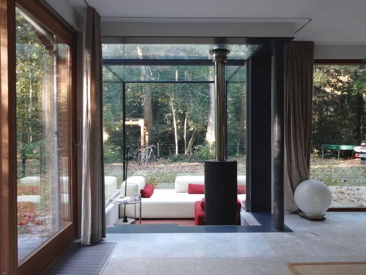 Hoflaan:  Tuin door JE-ARCHITECTEN, Modern