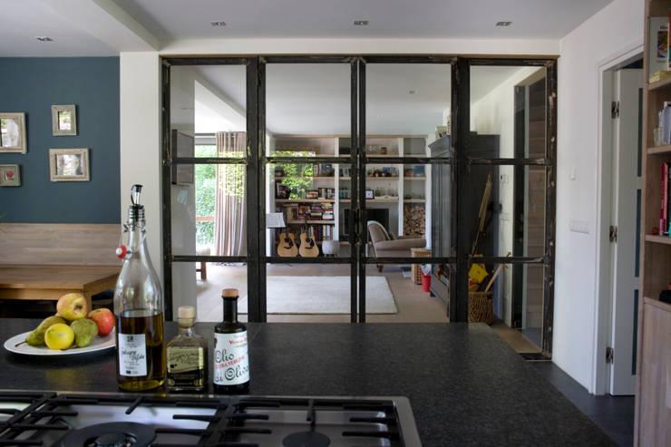 Projekty,  Salon zaprojektowane przez JE-ARCHITECTEN