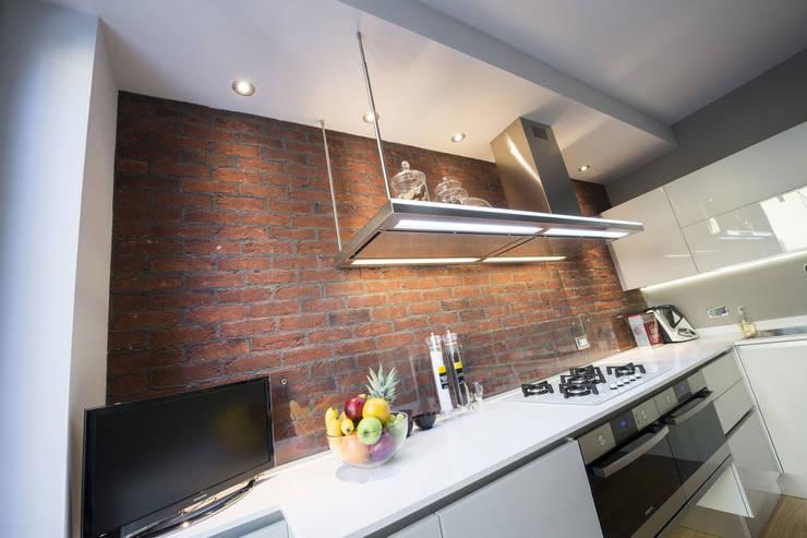 Kitchen by B&B Rivestimenti Naturali, Industrial Bricks