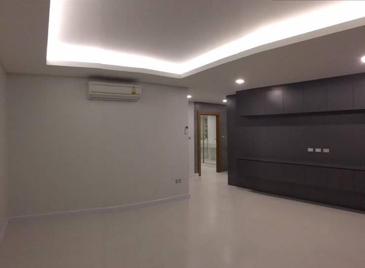 Modern loft style.. :   by Design Corner (Thailand) Co,Ltd