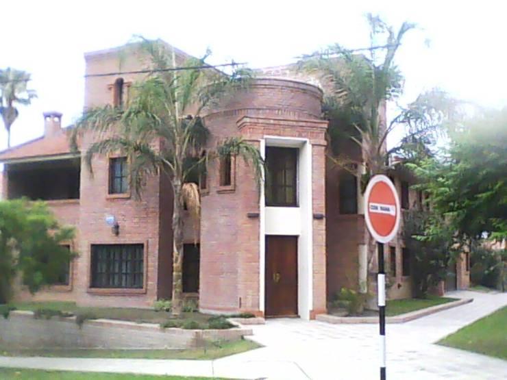 Vivienda unifamiliar: Casas de estilo  por Valy
