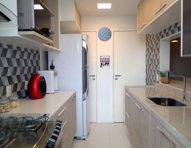 Cozinha apartamento Alexandre Ramos: Cozinhas  por Priscila Boldrini Design e Arquitetura