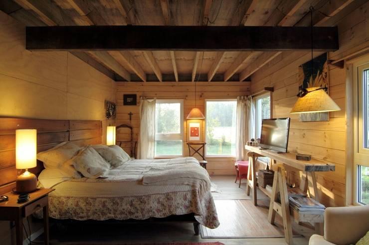 CASA SANTA BARBARA: Dormitorios de estilo  por Kanda arquitectos