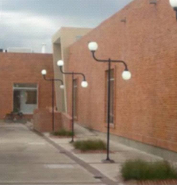 Nuestros proyectos: Escuelas de estilo  por JMGLL - Arquitecto