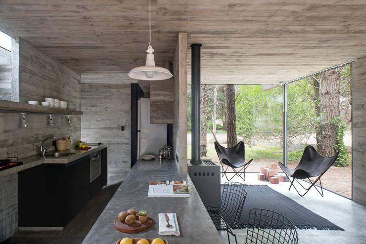 Loft Urban: Casas de estilo  por Chalets & Lofts