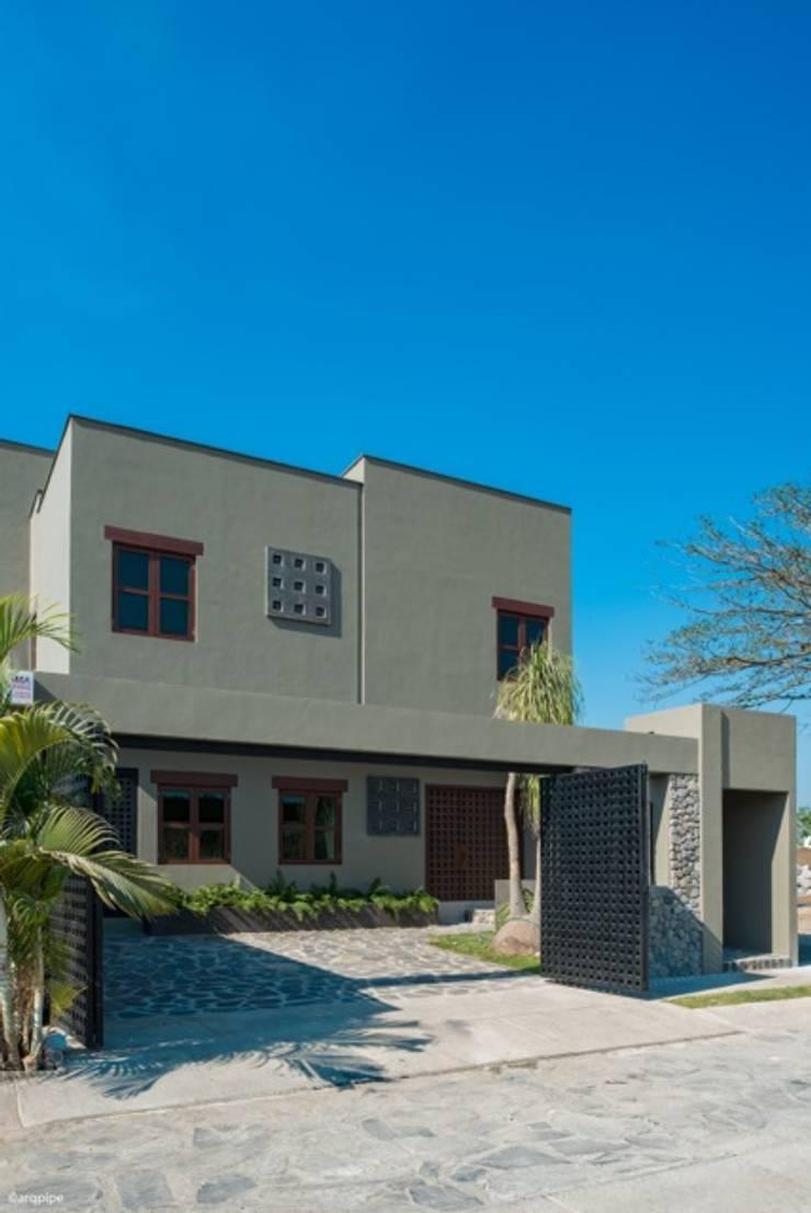 CASA MARMOL: Casas de estilo  por LUIS GRACIA ARQUITECTURA + DISEÑO, Moderno