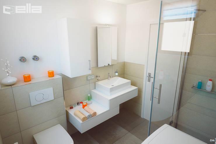 Baños de estilo  de Cella GmbH, Moderno Azulejos