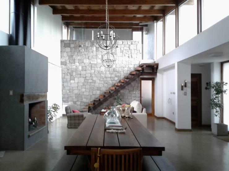 Livings de estilo moderno por Azcona Vega Arquitectos