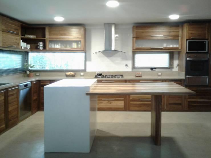 Cocinas de estilo  de Azcona Vega Arquitectos
