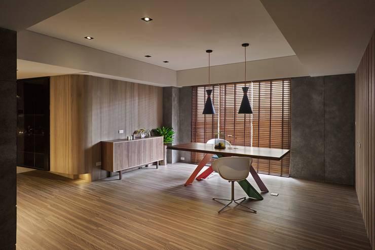 淡水許宅:  客廳 by 晨室空間設計有限公司