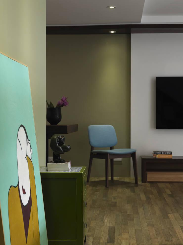 小小的森屋:  走廊 & 玄關 by 賀澤室內設計 HOZO_interior_design