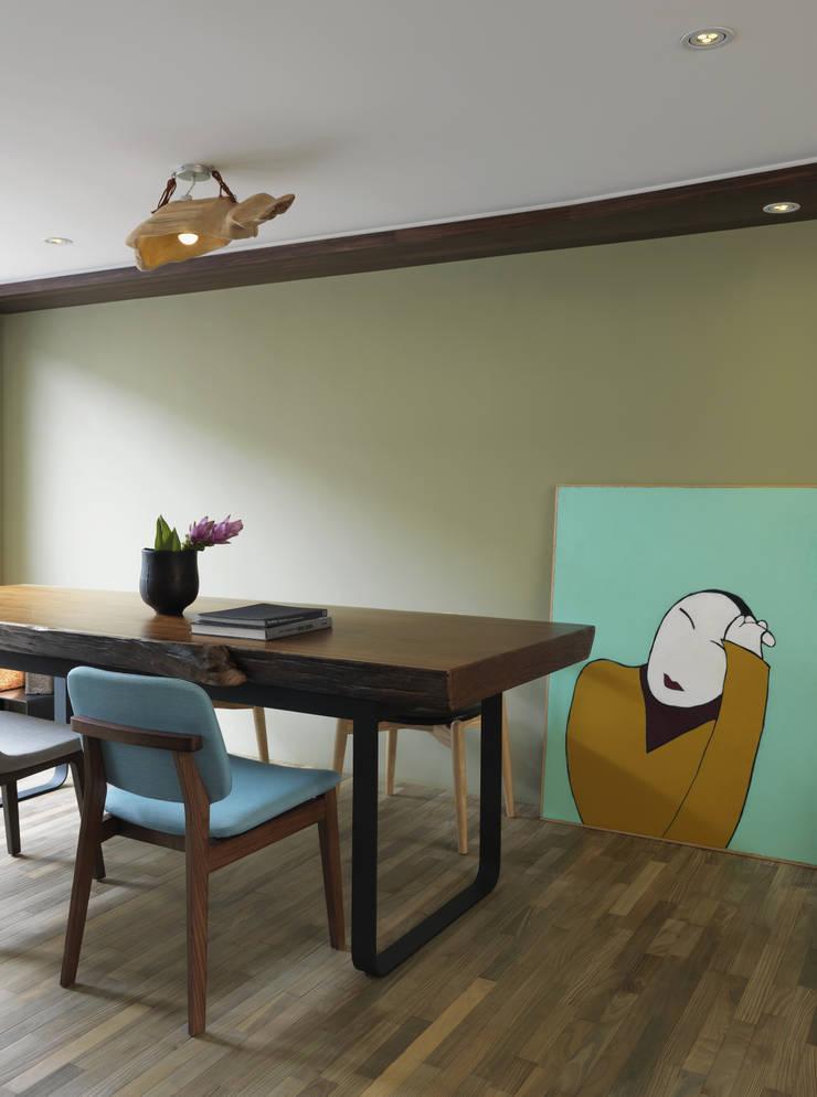 小小的森屋:  餐廳 by 賀澤室內設計 HOZO_interior_design