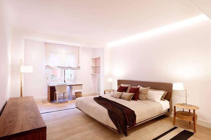 Camera da letto in stile  di 02_BASSO Arquitectos