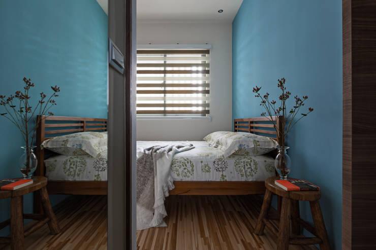 | Mr. coriander's home |:  臥室 by 賀澤室內設計 HOZO_interior_design