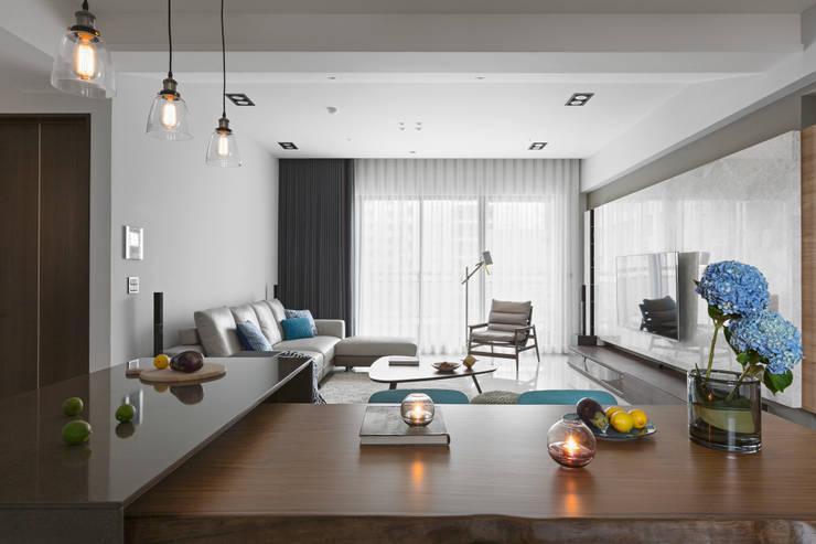 Salones de estilo  de 賀澤室內設計 HOZO_interior_design