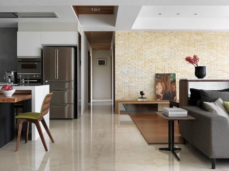 l 河岸邊邊 l:  走廊 & 玄關 by 賀澤室內設計 HOZO_interior_design