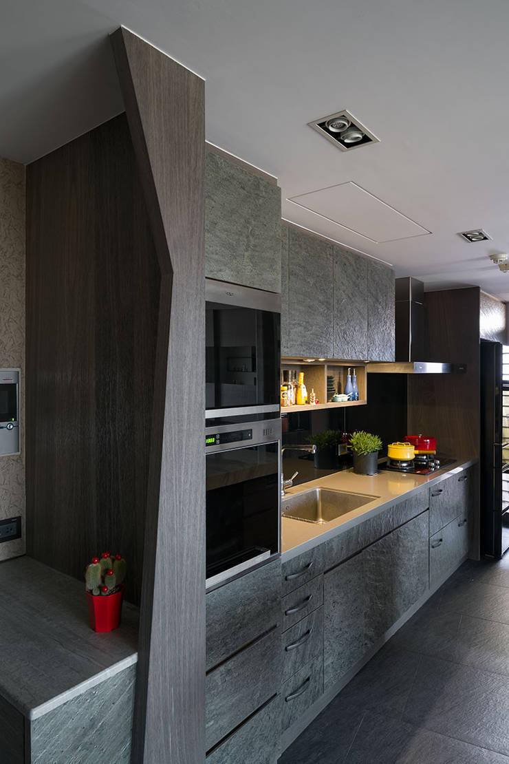 Kitchen by 藻雅室內設計