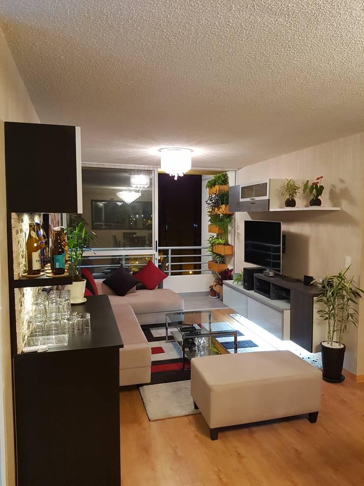 Departamento 87 m2 San Miguel - Lima: Sala multimedia de estilo  por Raúl Zamora