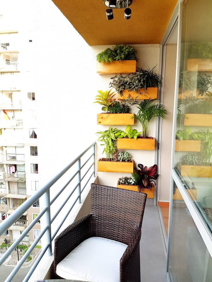 Departamento 87 m2 San Miguel – Lima: Balcones, porches y terrazas de estilo  por Raúl Zamora