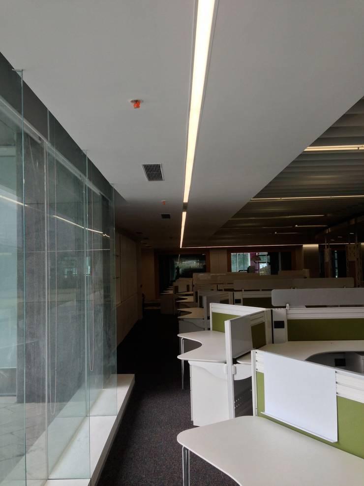 Corridor :  Commercial Spaces by Suकृति