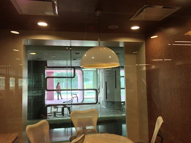 Pantry:  Commercial Spaces by Suकृति