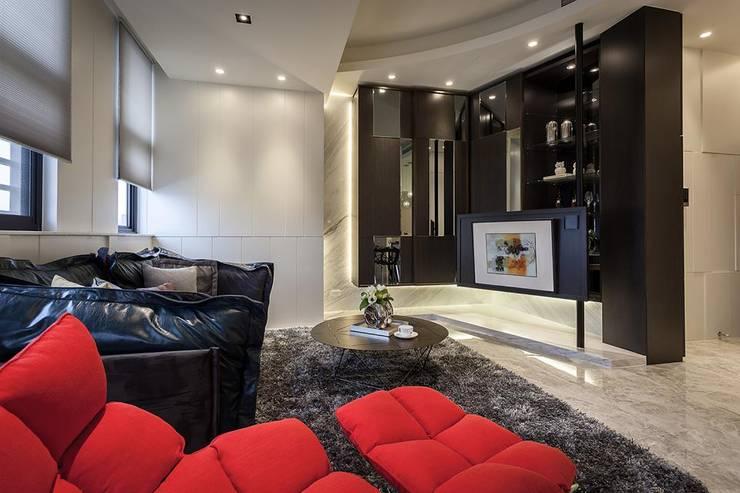 電視牆:  客廳 by 你你空間設計