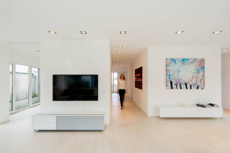 Corridor & hallway by Ferreira | Verfürth Architekten
