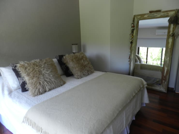 Casa en bario cerrado- Diseño de muebles personalizado: Dormitorios de estilo  por Sepia reciclados,