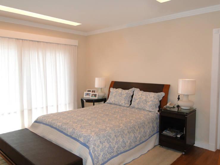 Dormitorios de estilo  por Priscila Boldrini Design e Arquitetura