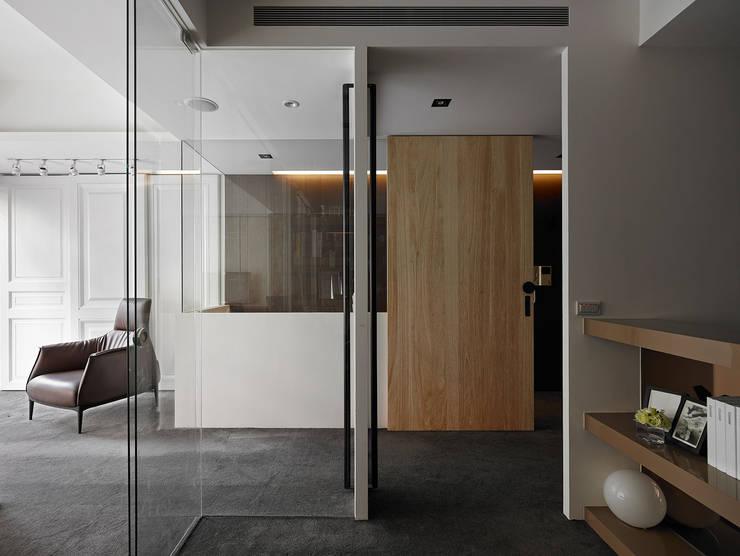 員工與Boss高互動的創意空間:  辦公大樓 by 大集國際室內裝修設計工程有限公司