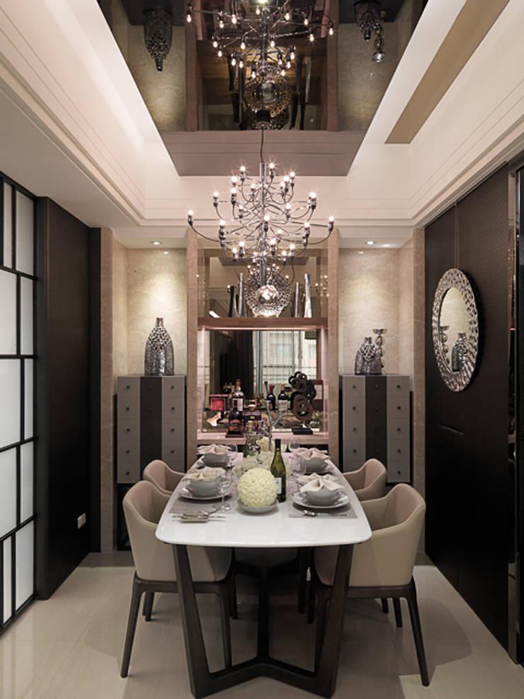 都會居宅生活模式~超五星級飯店式的豪華精緻:  餐廳 by 大集國際室內裝修設計工程有限公司