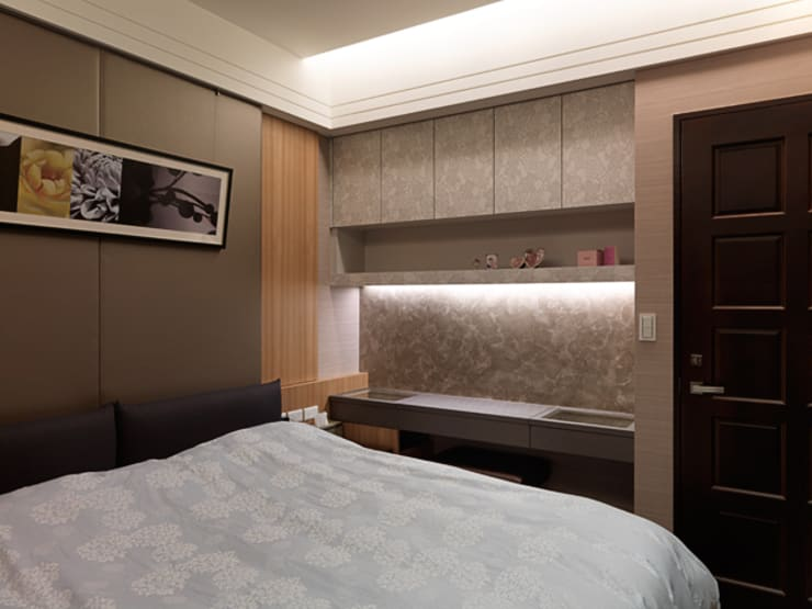 都會居宅生活模式~超五星級飯店式的豪華精緻:  臥室 by 大集國際室內裝修設計工程有限公司