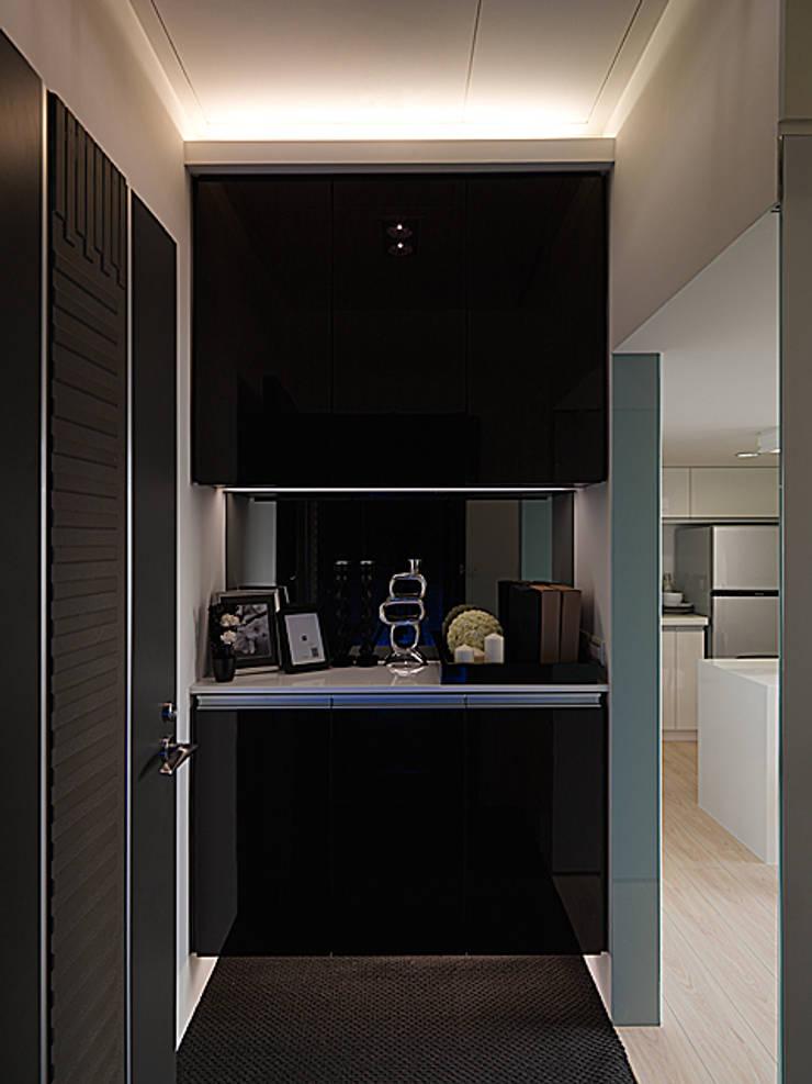 浪漫情挑紐約上城風:  走廊 & 玄關 by 大集國際室內裝修設計工程有限公司