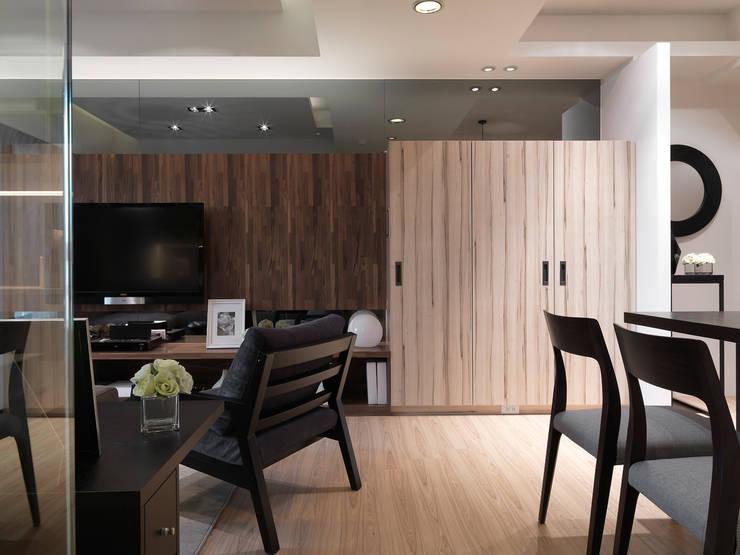 單身貴族的最愛~現代質感與創意機能滿分:  牆面 by 大集國際室內裝修設計工程有限公司