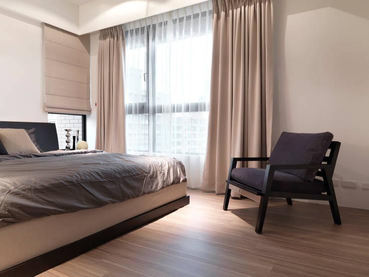 單身貴族的最愛~現代質感與創意機能滿分:  臥室 by 大集國際室內裝修設計工程有限公司