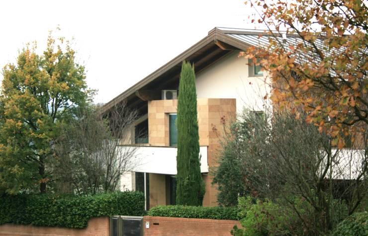 Projekty, nowoczesne Domy zaprojektowane przez Zeno Pucci+Architects