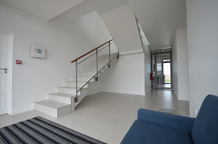 entrance lobby:  Office buildings by Till Manecke:Architect, Modern