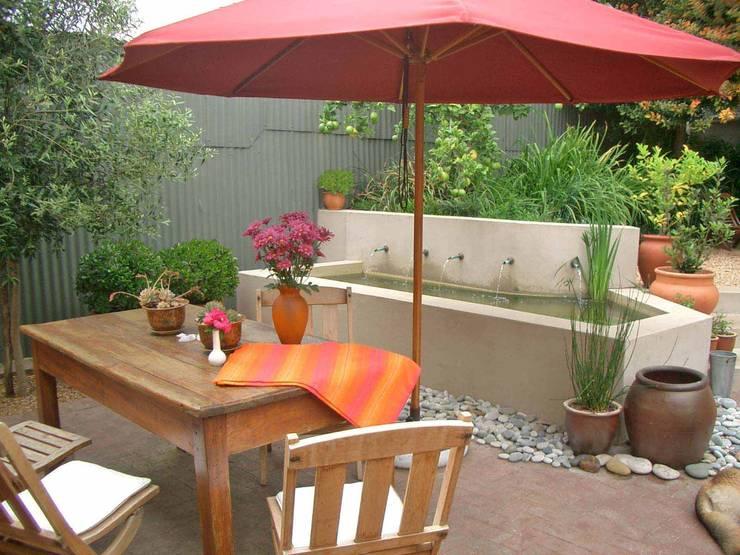 garden terrace:  Patios by Till Manecke:Architect