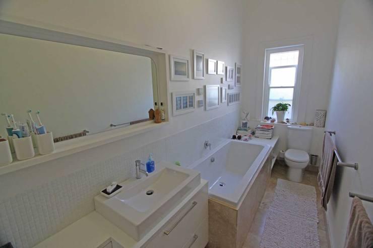 bathroom:  Bathroom by Till Manecke:Architect